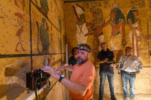 Scanning King Tut's tomb